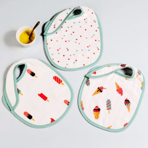 scoops & smiles bib set